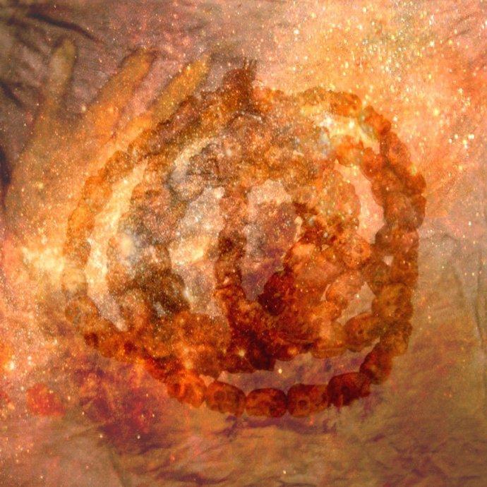 galaxie main crânes contrast.jpg