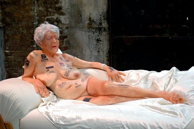 gilles-barbier-alte-dame-mit-tattoos-1.jpg