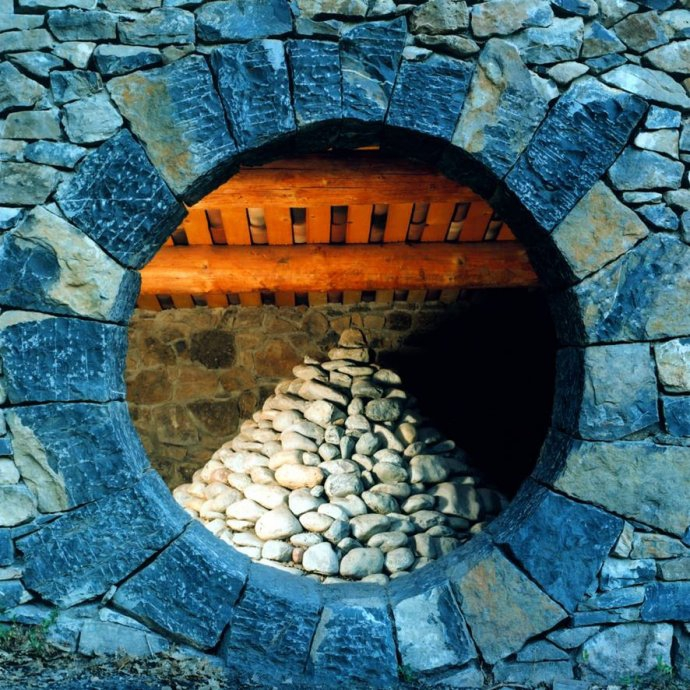 Andy Goldsworthy refuge art-en-chemin 2013.jpg